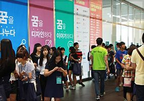 · 고등학생들의 꿈과 진로를 찾아주는 '드림커리어페어 2014' 개최 · '라이나 건강한 바자회' 행사 개최